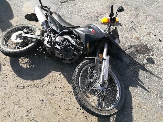 Несовершеннолетний водитель мотоцикла столкнулся с автомобилем