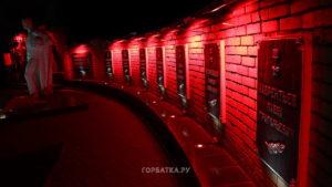 Работы по реконструкции памятника на площади Памяти в Красной Горбатке завершены