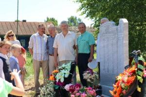 В деревне Ярцево торжественно открылся памятник землякам, воевавшим на фронтах Великой Отечественной войны